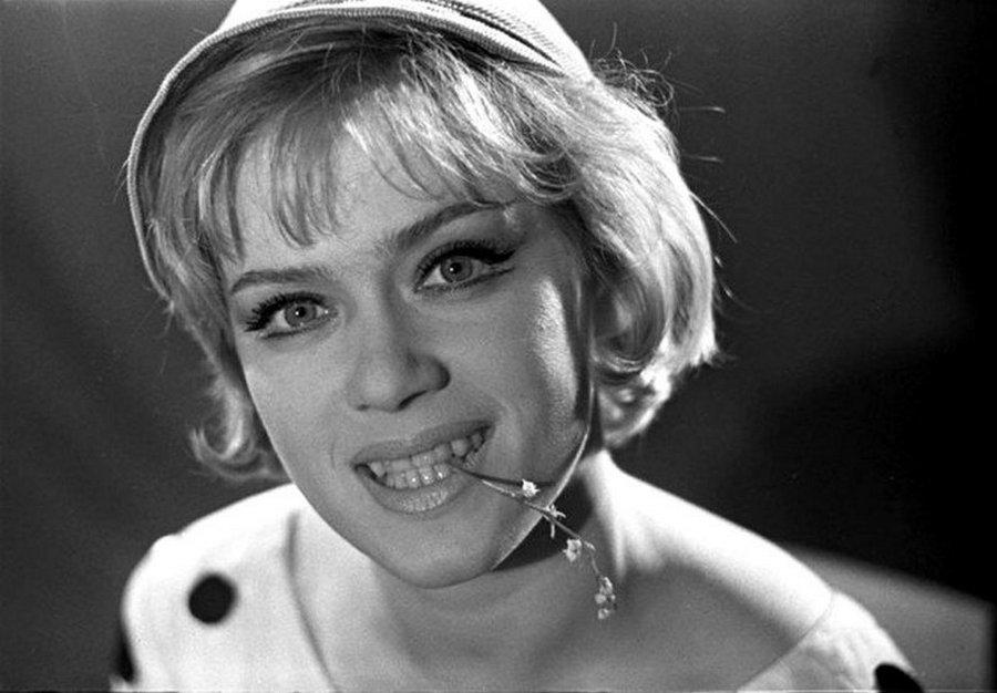 часть женского фото известных советских и российских актрис продолжал свои