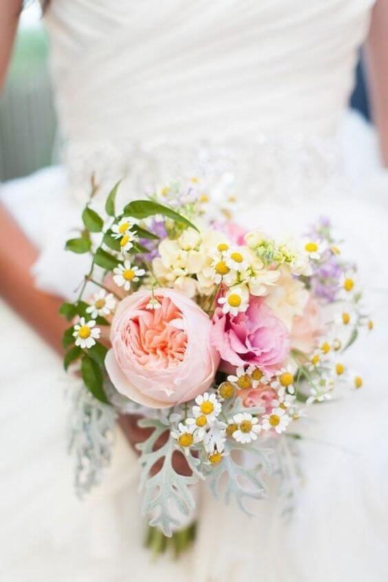 Букет, свадебный букет из пионов и ромашек