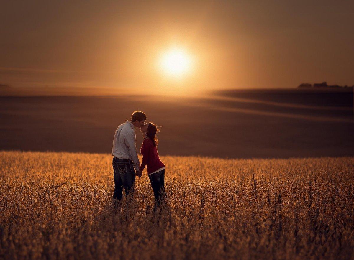 Картинки на закате парень с девушкой, дню