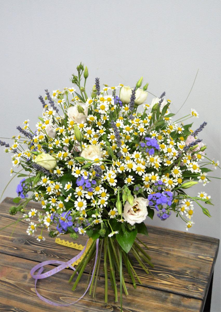 Шар, букет из полевых цветов цветы купить красноярск