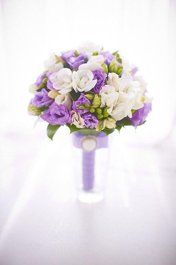 Цветы клубни, букет невесты из эустомы лизиантус