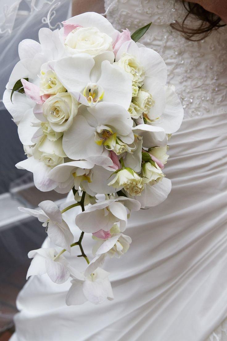 Белые орхидеи свадебный букет