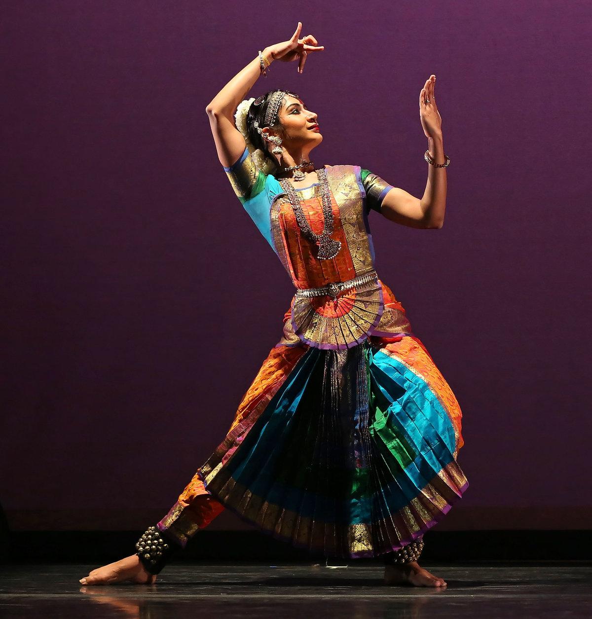 Открытка танцовщица в прозе индийского классического танца бхаратанатьям цена, очень
