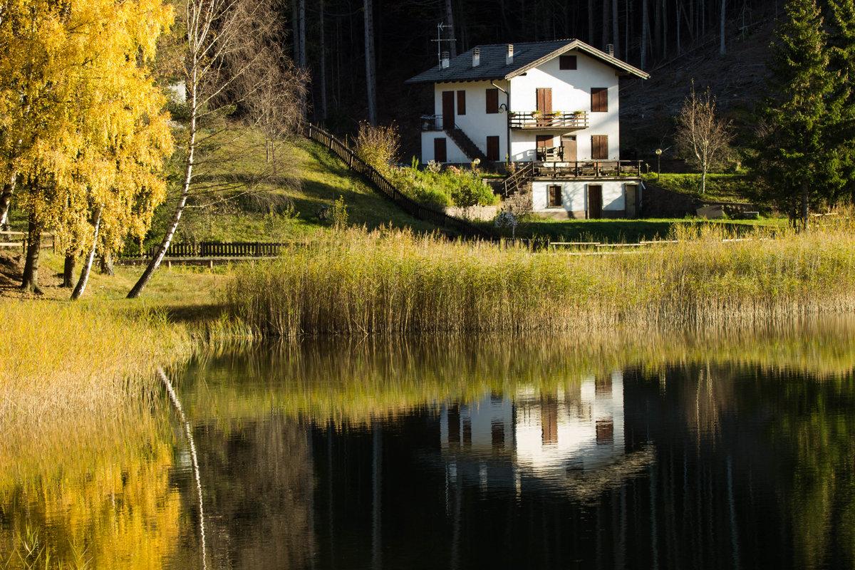 дни время дом на берегу реки смотреть фото года