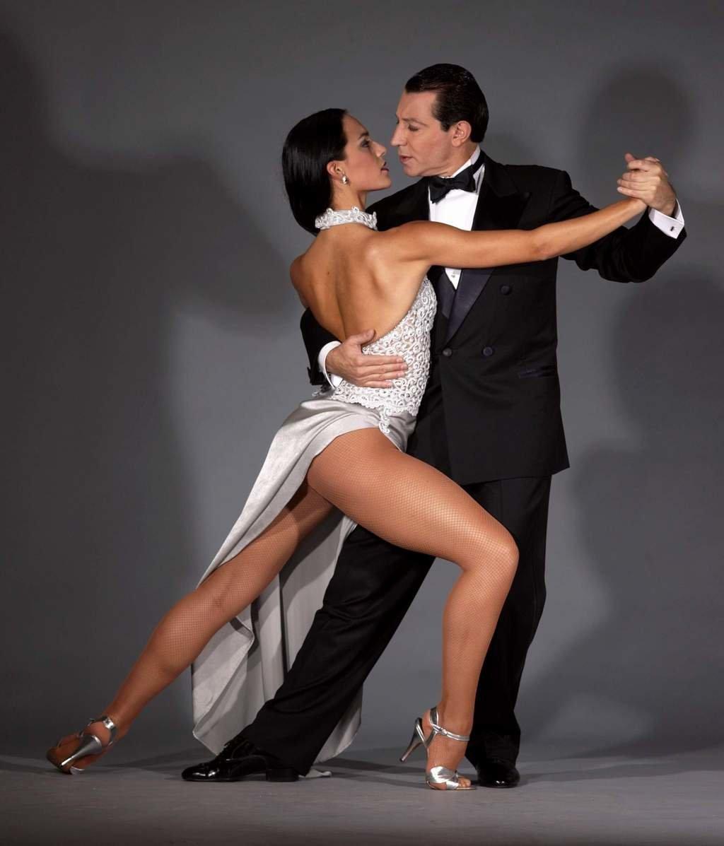 Сексуальные танцы мужчин, домашние секс видео муж приходит с работы