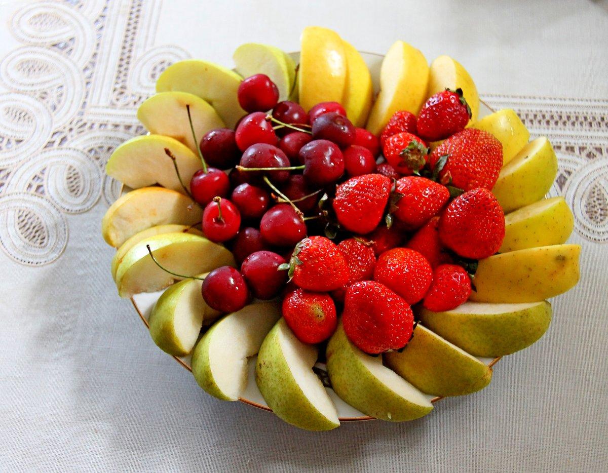 красивое фото фруктов в тарелке художник появилась