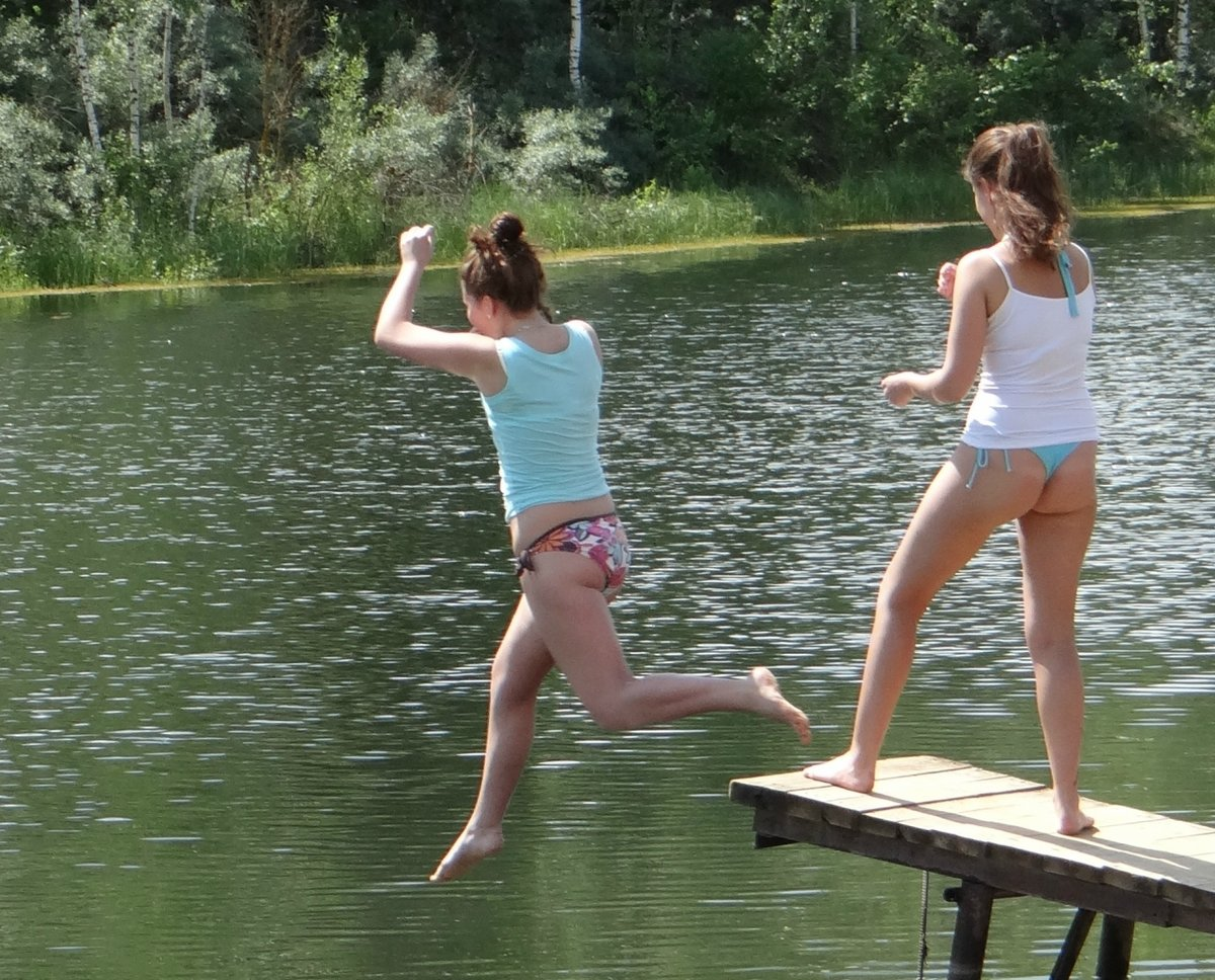 двойное проникновение фото девки в озере купались голыми которых лечит