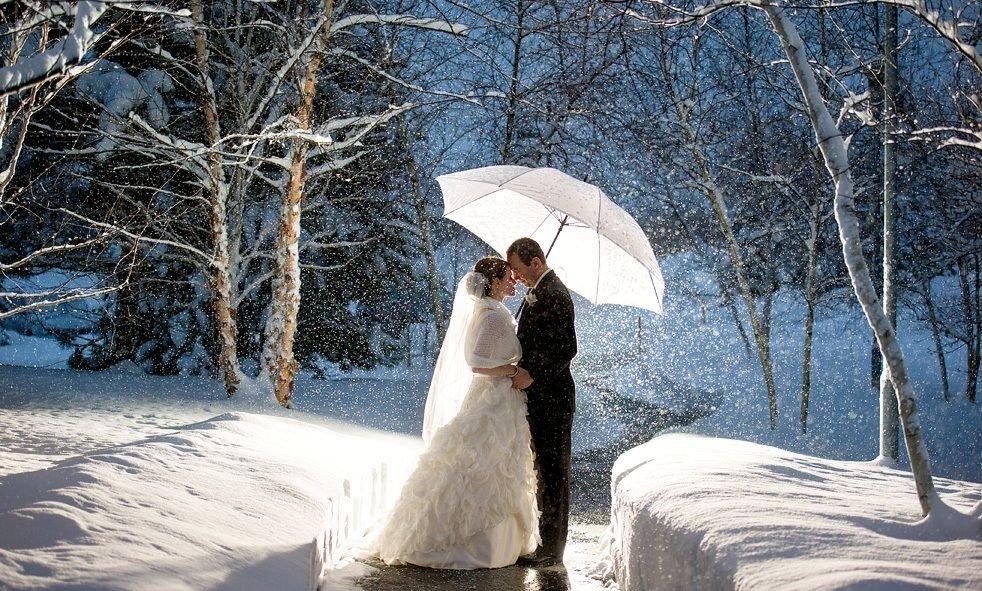 посчитали, что свадьба зимой фотосессия с зонтом полностью