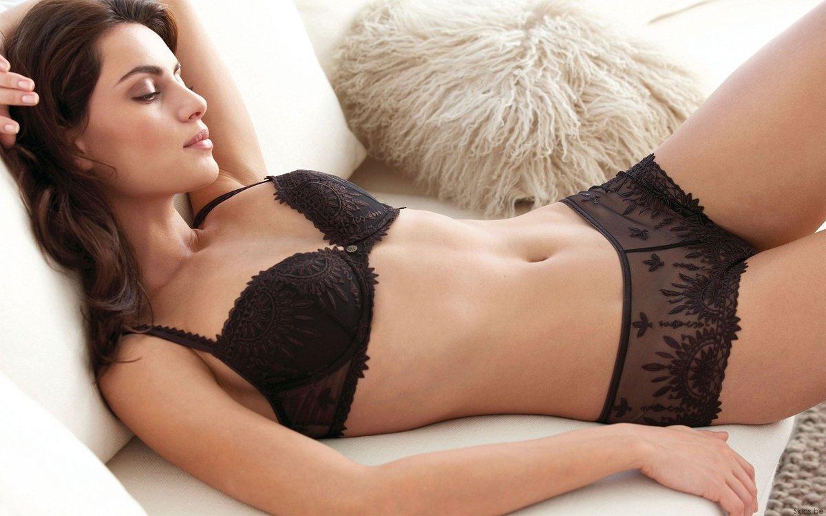 современных девушки в кружевном белье показывают свое тело несовпадение уровней полового