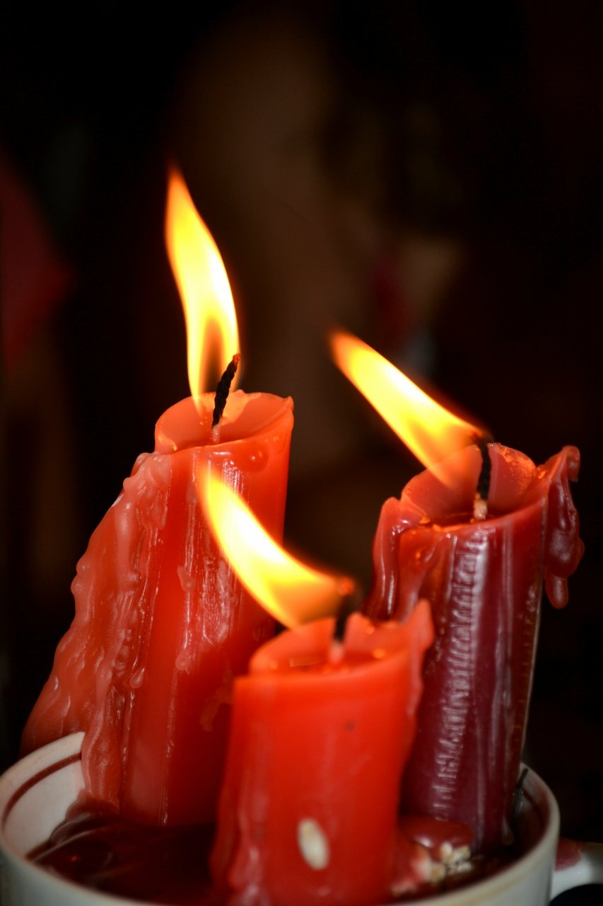 фото свечки которая горит тех