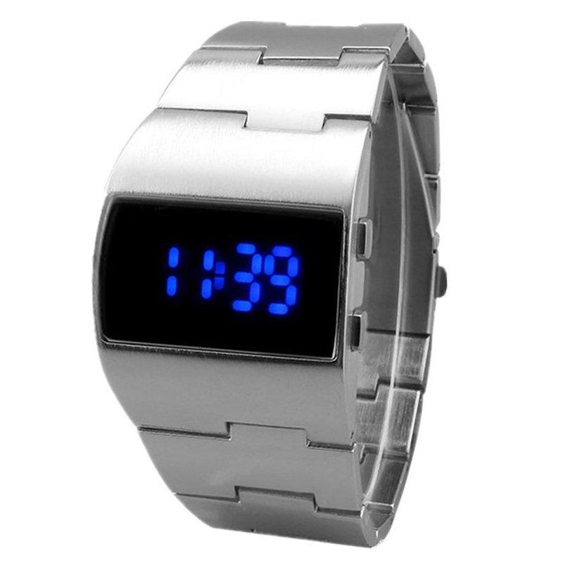 Спортивные часы с японским механизмом внутри, идеально подходят для активного отдыха.