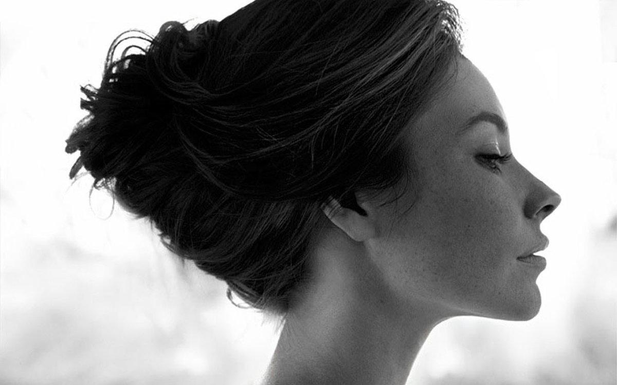 профиль красивых женщины фото только порог заходит