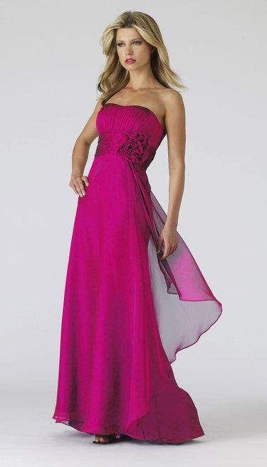 876df87b455 Вечерние платья на свадьбу подруги представлены самыми разными ...