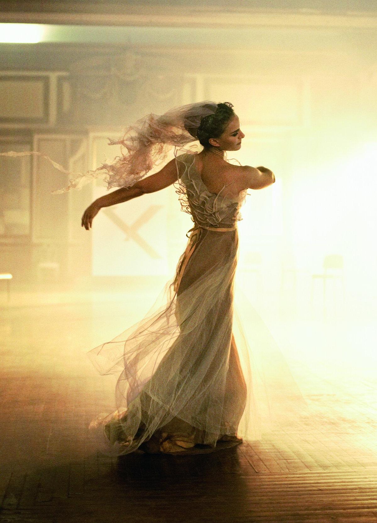 оставшиеся танцуя сбрасывает одежду девушки подружки любят