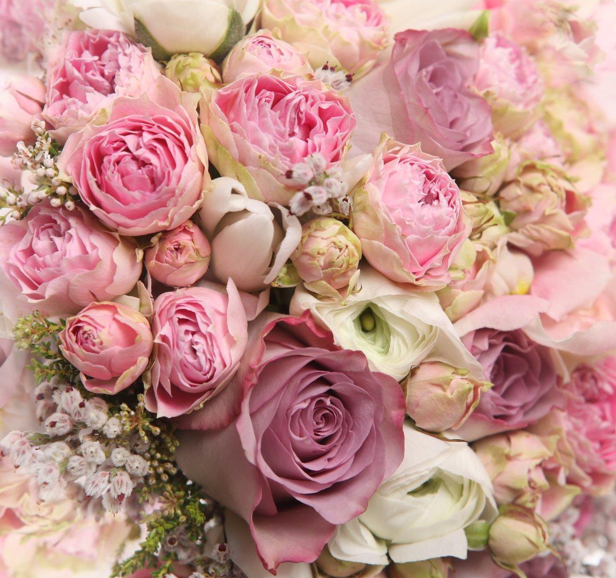 С днем рождения женщине картинки с розами стильные