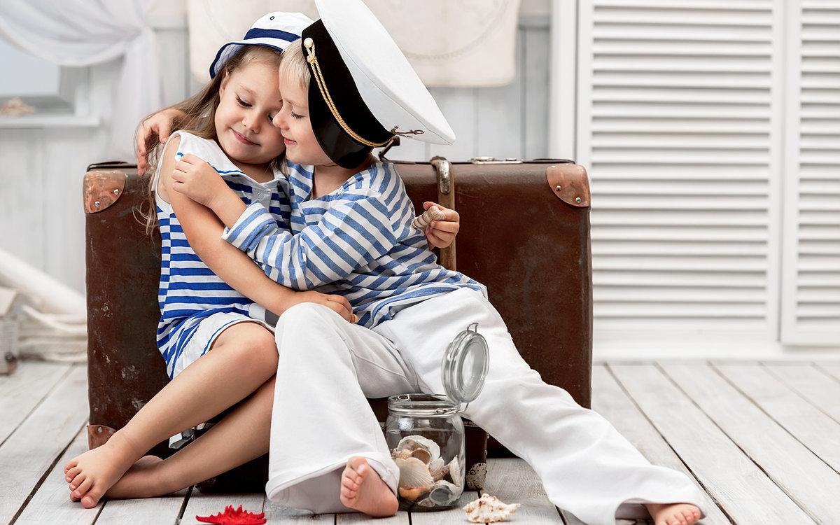 Картинки мальчиков и девочек в обнимку