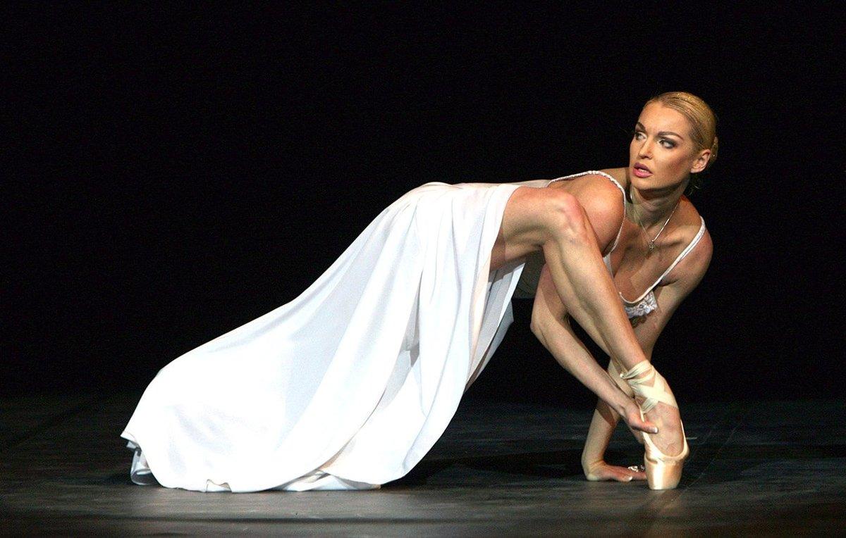 Известная русская балерина блондинка, поставил девушку раком и лижет ей пизду