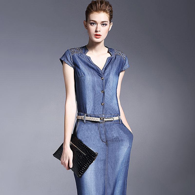 a3d2fe48eaa43df С чем носить джинсовые Модные джинсовые платья фото, стильные джинсовые  сарафаны 2018-2019. С чем носить джинсовые