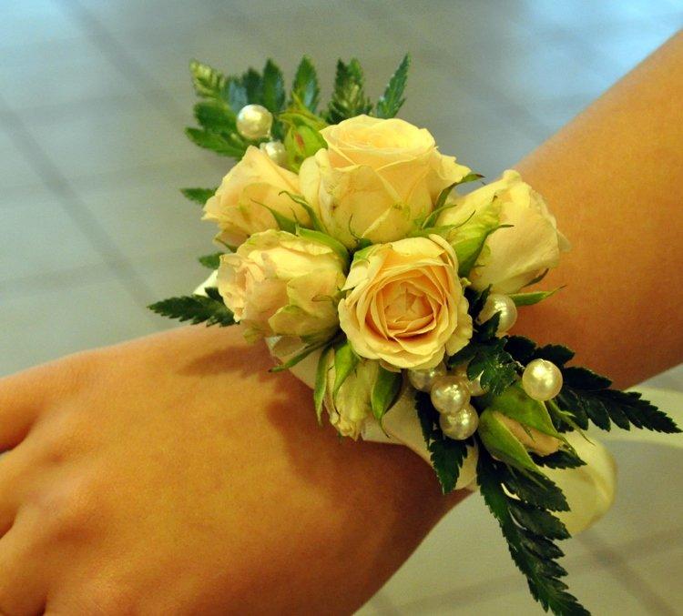Подсолнухами, живые цветы на руку купить киев недорого