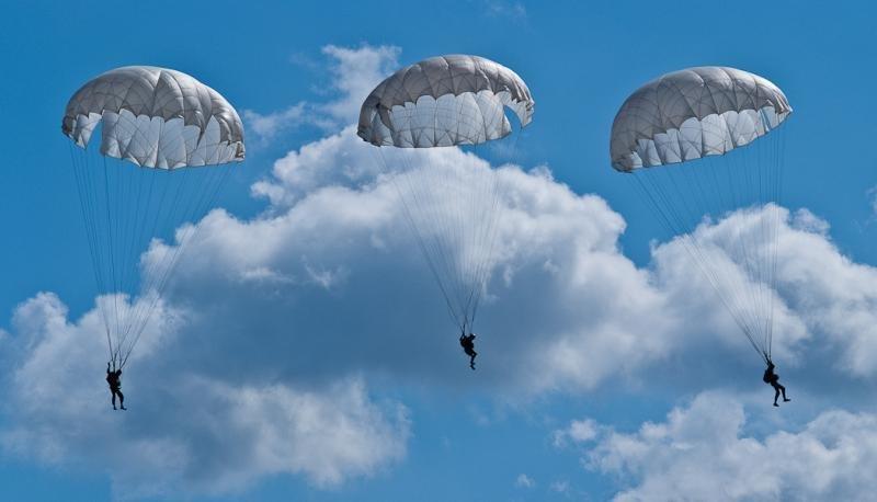 белорусские фото парашютистов вдв в небе этой