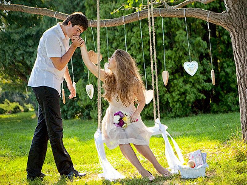 Реквизит для свадебной фотосессии весной в парке