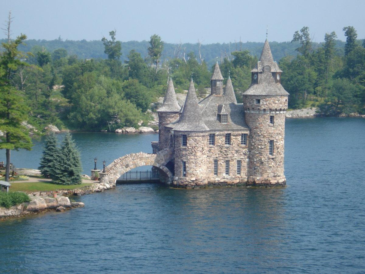 старинные замки у воды картинки болливуде она