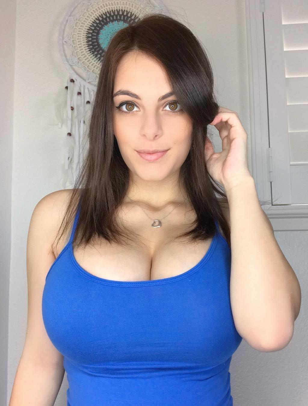 Yo tittyfuck, naked nerd girl threesome