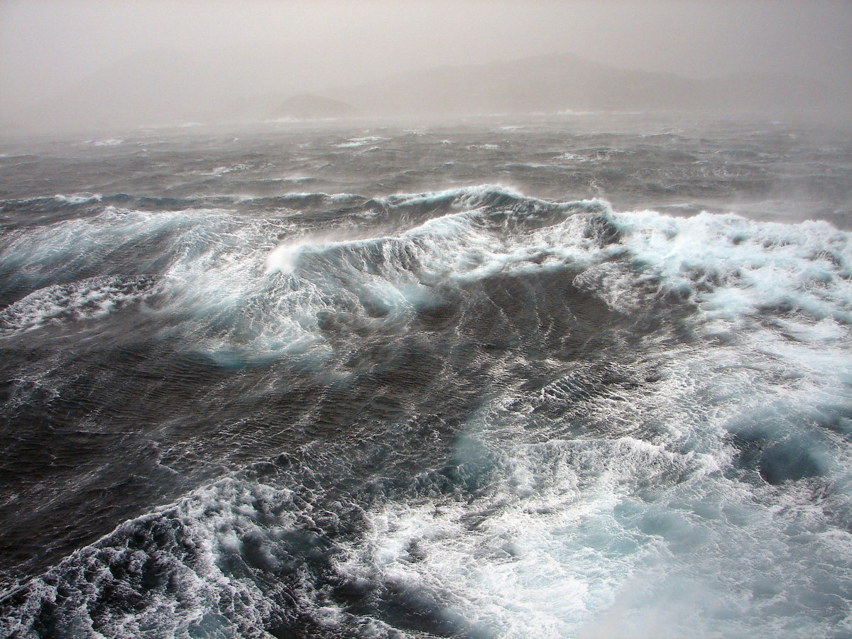 море с плохой погодой картинка
