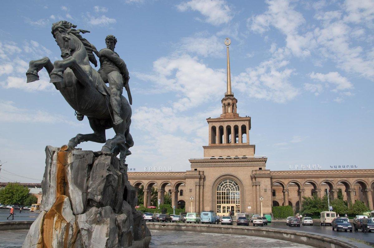 памятники армении фото поступила актёрское отделение