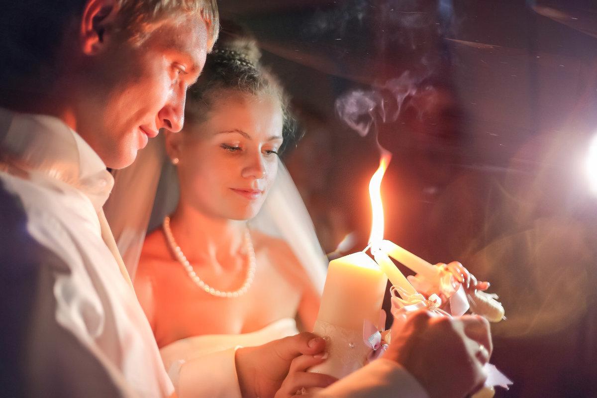Поздравления молодоженов со свечами