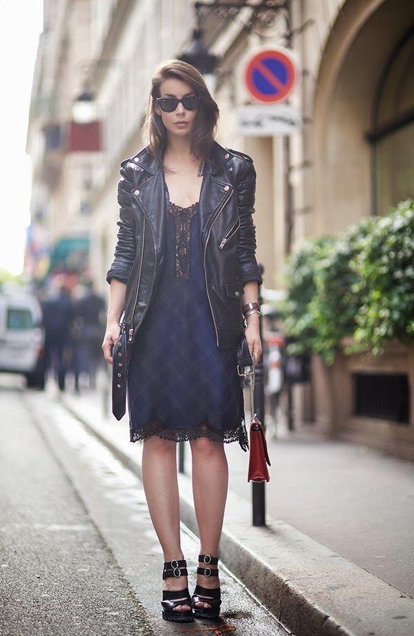 Кружевное платье с кожаной курткой фото
