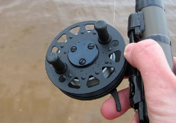 Катушка для поплавочной удочки - инерционная и безынерционная ...