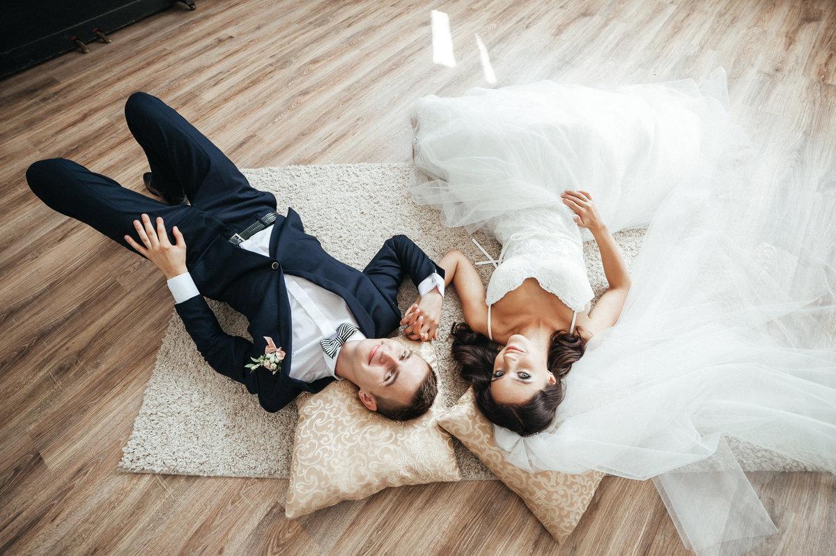 свадебная фотосессия в помещении позы