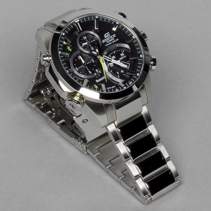 Значение аналогового времени часов автоматически синхронизируется со значением цифрового.
