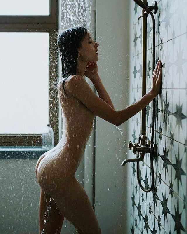 korean-black-babes-in-the-shower