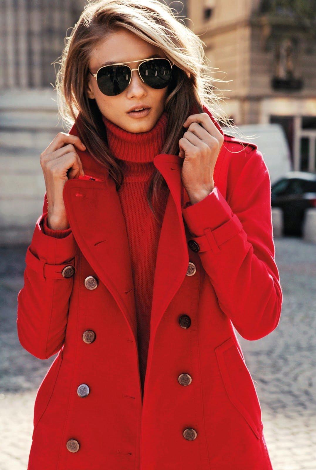 девушка в красивом пальто