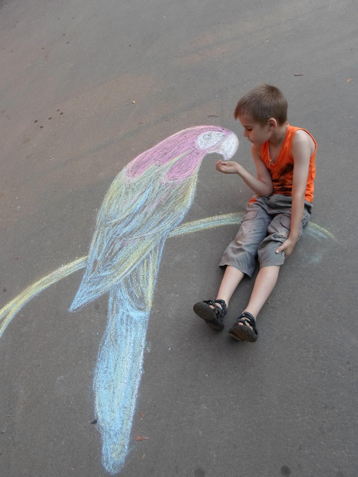 Рисуем мелками на асфальте картинки для детей