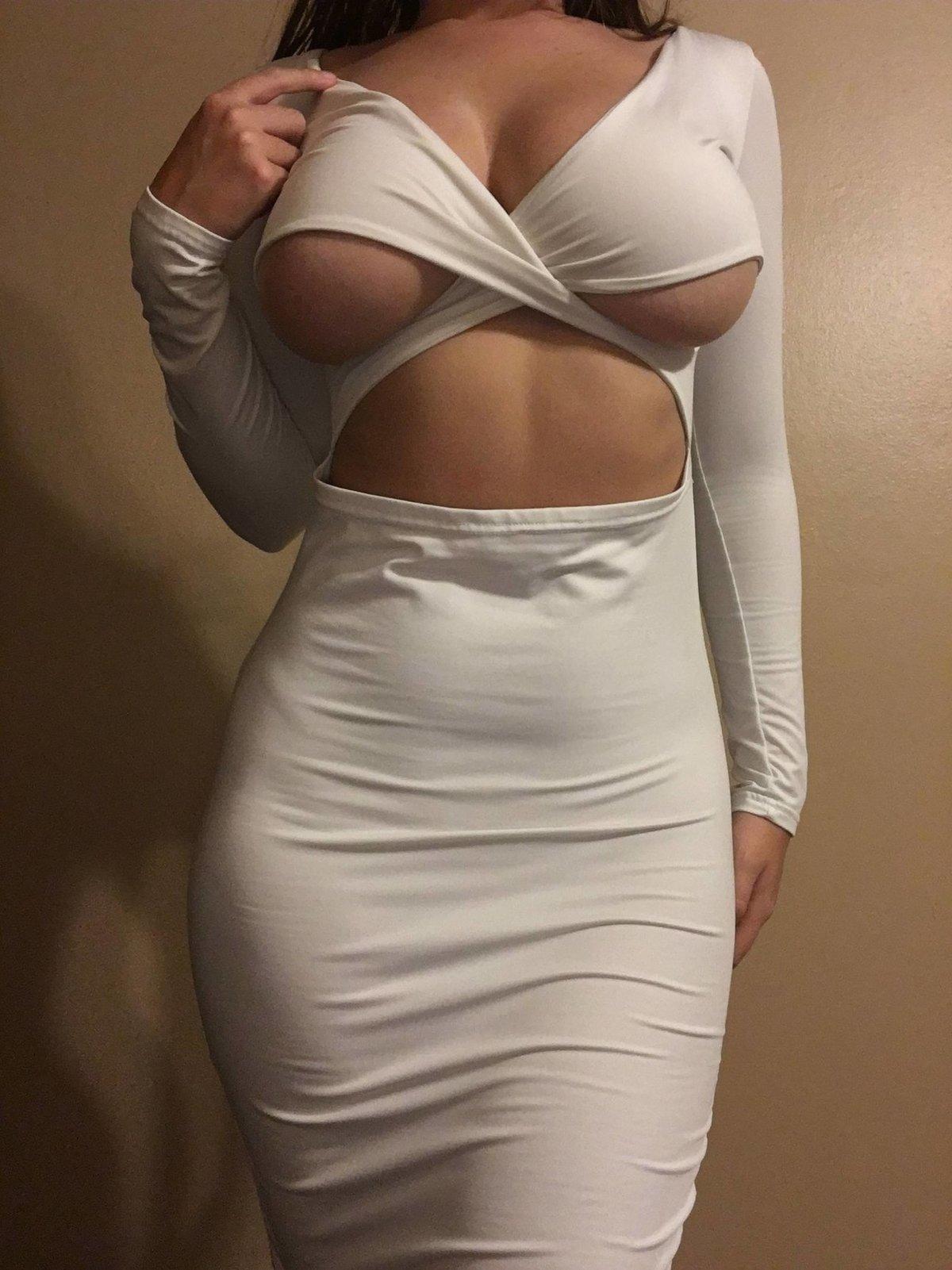 грудь в обтягивающей блузке