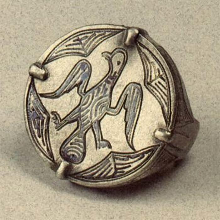 Перстень XII в. Северо-восточная Русь. Серебро; резьба, чернь