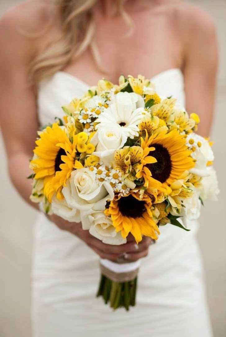 Букет невесты из желтых цветов фото