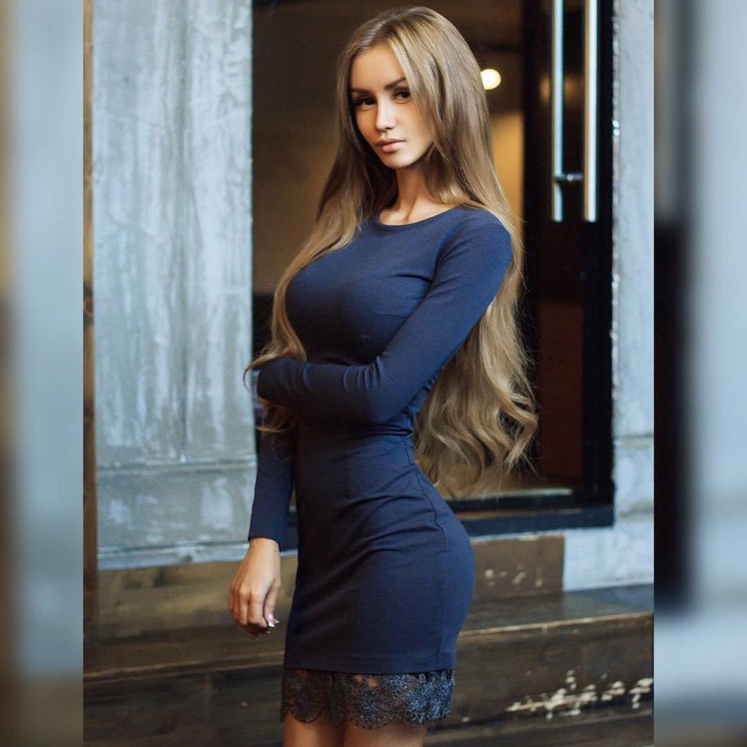 горячая девушка в платье фото делают частное