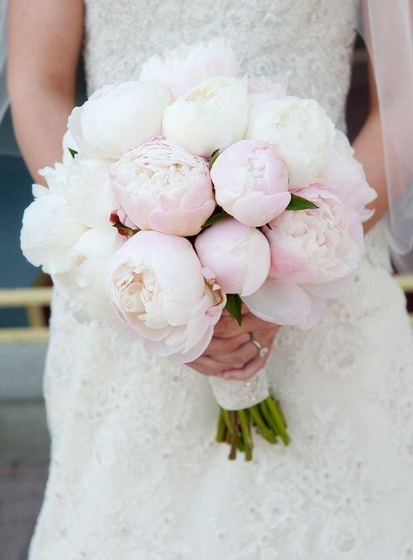Букет свадебный из белых пионов, букетики