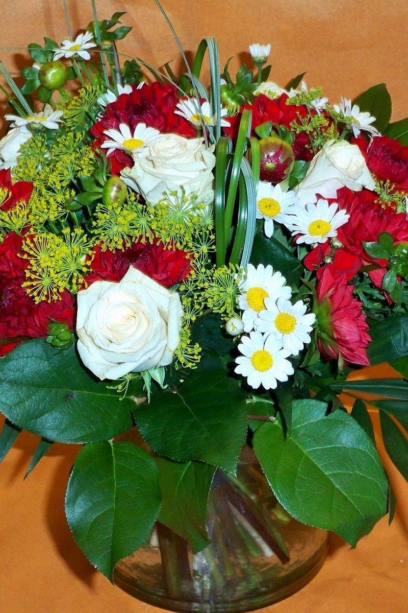 Ромашки и розы букет фото