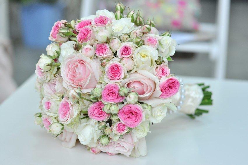 Цветов, как собрать свадебный букет из кустовой розы