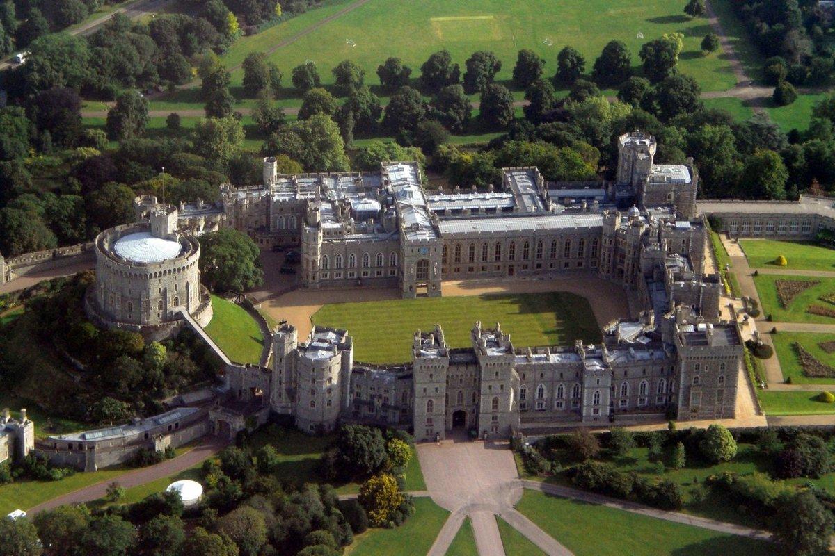 уходу, картинки огромных замков долго думая погнал