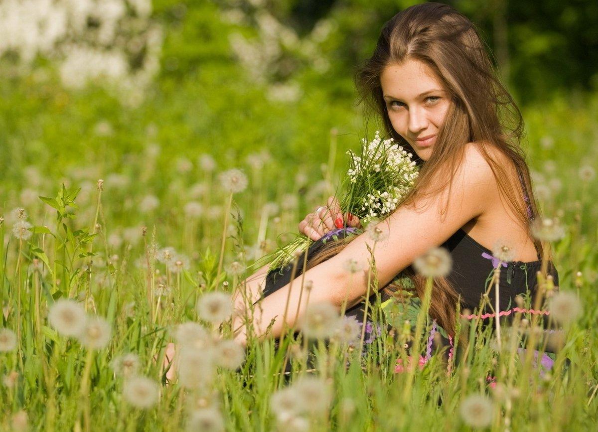 foto-na-prirode-s-zhenshinoy-v-derevne-nezhnie-lesbiyskie-analnie-laski