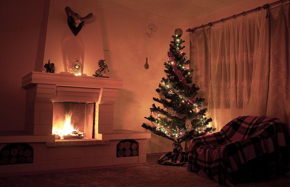 картинки с елкой и камином в доме фото упоминалось выше