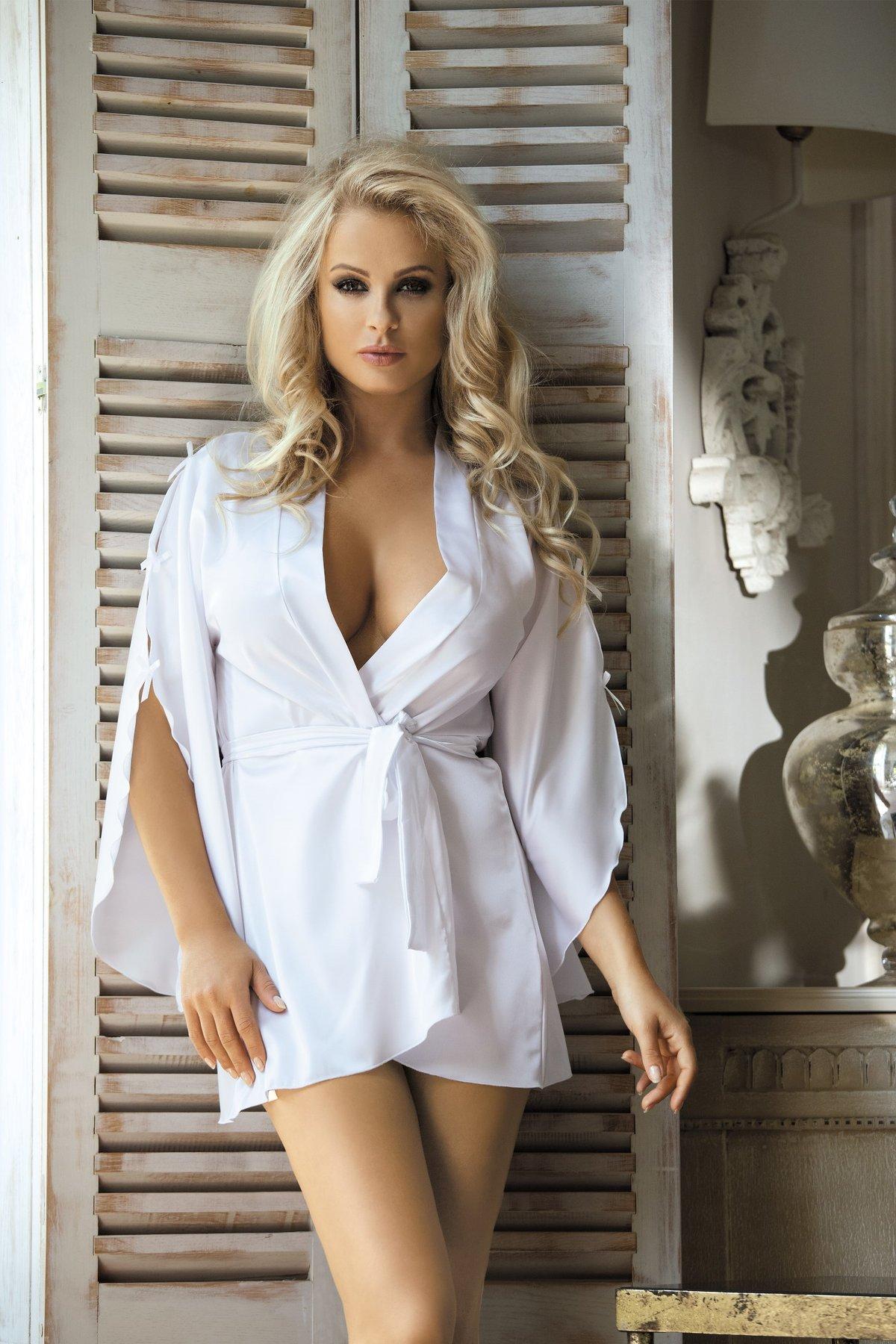 мне фото полной девушки в халате белом псаки имеет греческие