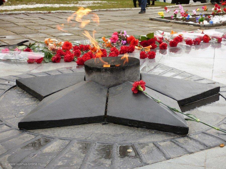 Днем, картинка с вечным огнем к 9 мая