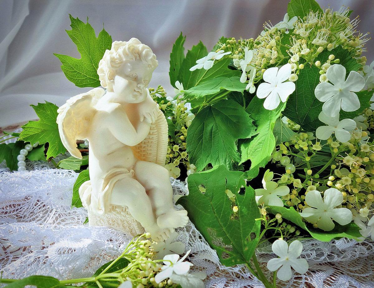 ангел с цветами красивые картинки только большая часть